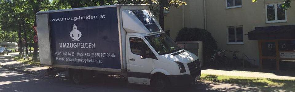 Ein LKW Transporter bei einer Übersiedlung Wien.