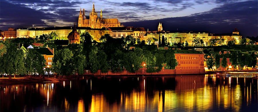 Nacht Panorama von Prag nach dem Umzug Wien Prag.