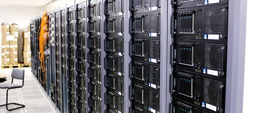 Die Server bevor dem Packen, während des IT Firmenumzug Wien.