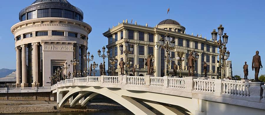 Die Kunstbrücke bestaunen nach dem erledigtem Umzug Wien Skopje.