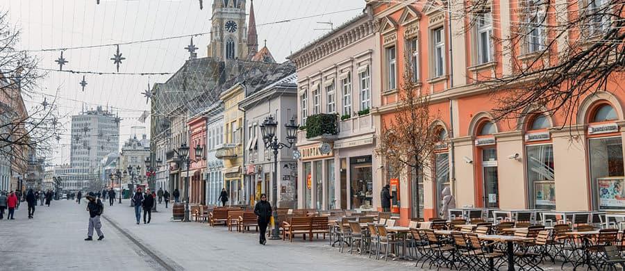 Spaziergang in der Promenade von Novi Sad, nach dem Umzug Wien Novi Sad.