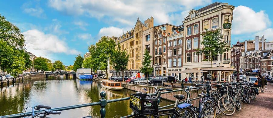Den Umzug Wien Amsterdam erledigen und die Stadt mit dem Fahrrad erkundigen.