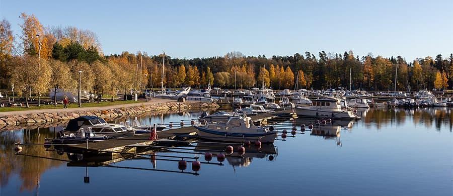 Nach dem Umzug Wien Espoo, können Sie im schönen Hafen von Espoo spazieren.
