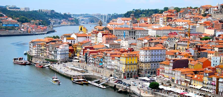 Den schönen Hafen besichtigen nach dem Umzug Wien Porto.