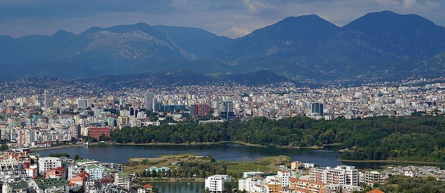Nach dem Umzug Wien Tirana, können Sie in den Parks von Tirana spazieren gehen.
