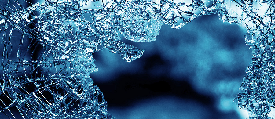 Gebrochenes Glas, was tun wenn beim Umzug Schäden entstehen.
