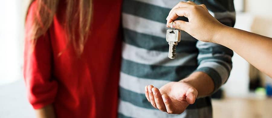 Schlüssel zurückgeben bei der Wohnungsübergabe in Wien.