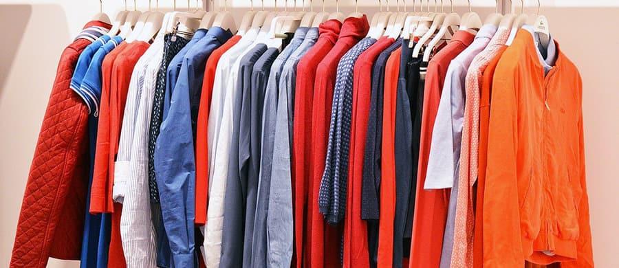 Die. Kleidung für den Umzug einpacken, die Tipps.